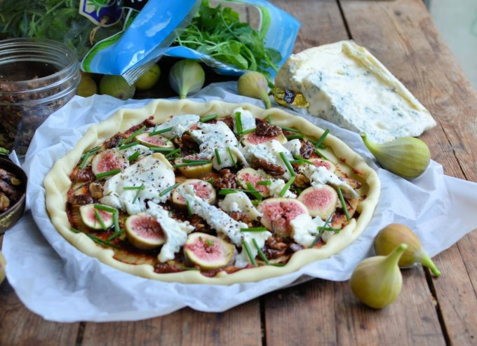 Fig, Walnut and Blue Cheese Pizza with Rocket